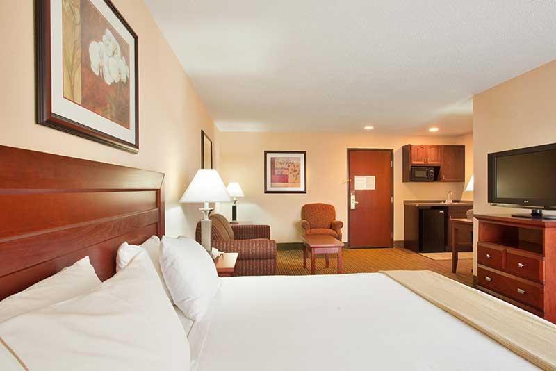 https://hibourbonnais.com/wp-content/uploads/2016/09/one-king-bed-suite-Holiday-Inn-Express-Suites-Bourbonnais.jpg