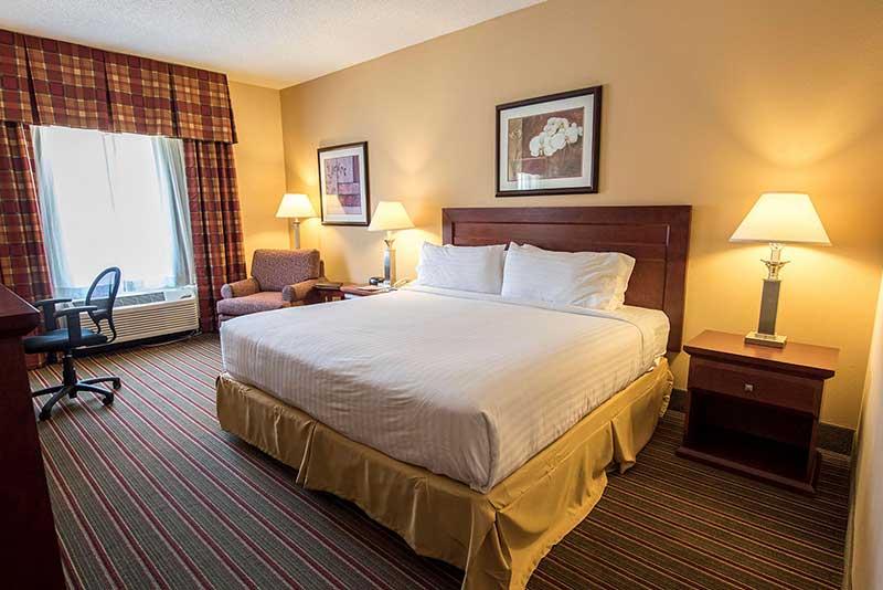 https://hibourbonnais.com/wp-content/uploads/2016/09/standard-room-Holiday-Inn-Express-Suites-Bourbonnais.jpg
