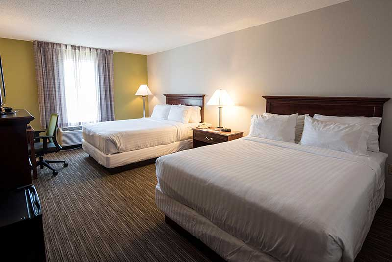 https://hibourbonnais.com/wp-content/uploads/2016/09/two-double-beds-executive-Holiday-Inn-Express-Suites-Bourbonnais.jpg