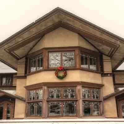 https://hibourbonnais.com/wp-content/uploads/2017/04/frank-lloyd-wright-b-harley-bradley-house.jpg