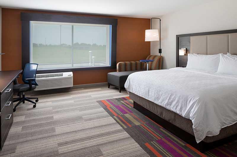 https://hibourbonnais.com/wp-content/uploads/2020/07/King-Leisure-Holiday-Inn-Express-and-Suites-Bourbonnais.jpg